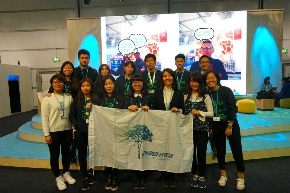 中国青年代表团合影.jpg